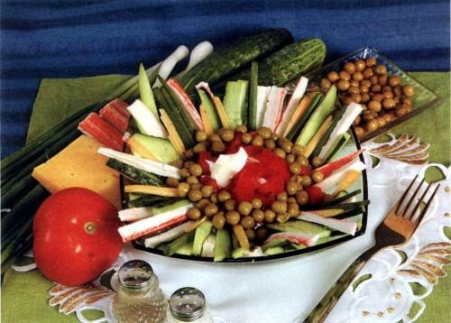 """Рецепт """"Салат из крабовых палочек с овощами"""""""