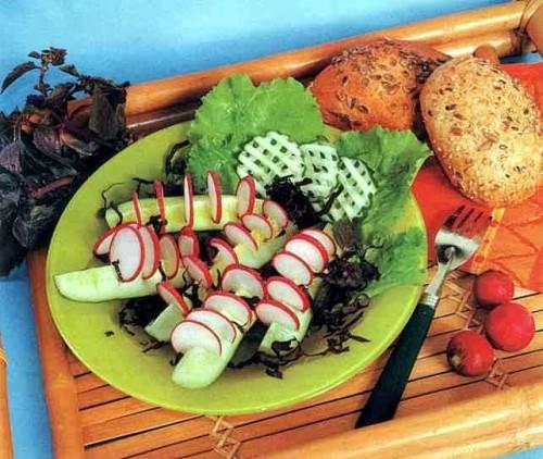 """Рецепт """"Салат-закуска из свежих огурцов и редиса"""""""