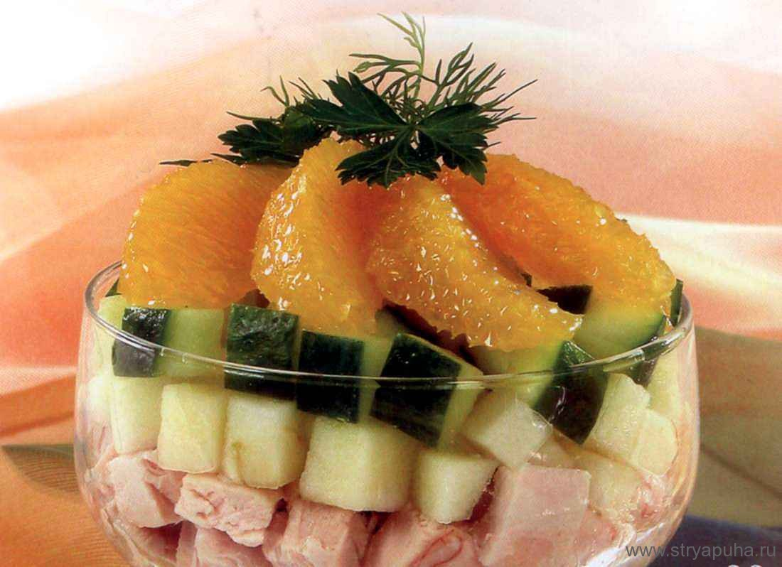 Салат-коктейль с курицей и фруктами